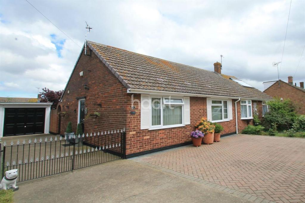 2 Bedrooms Bungalow for sale in Foxley Road, Queenborough