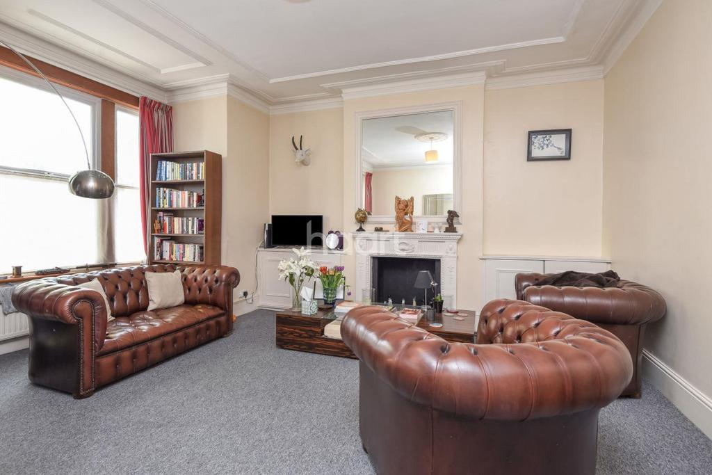 3 Bedrooms Flat for sale in Cavendish Road, Clapham South, SW12