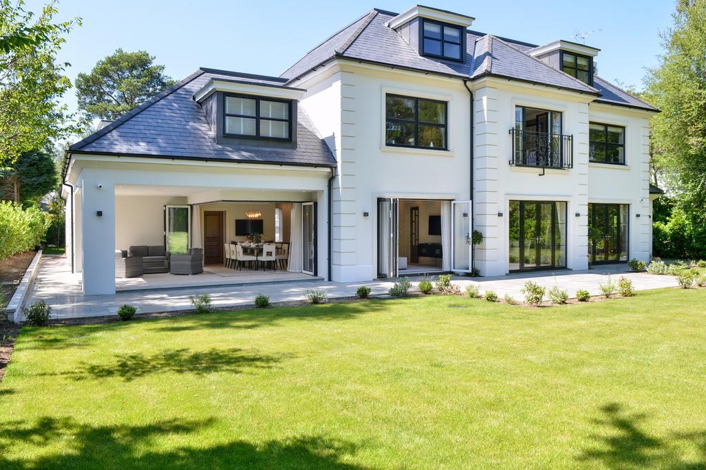 5 Bedrooms Detached House for sale in Brock Way, Wentworth, Virginia Water
