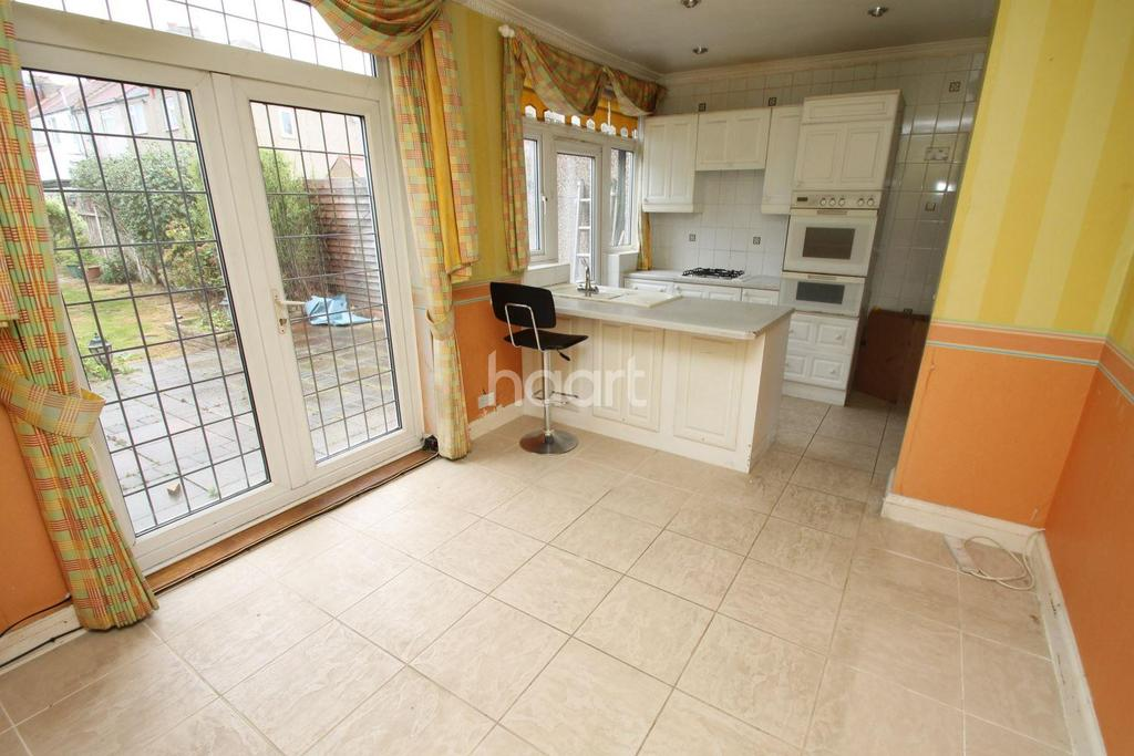 3 Bedrooms Terraced House for sale in New North Road, Hainault