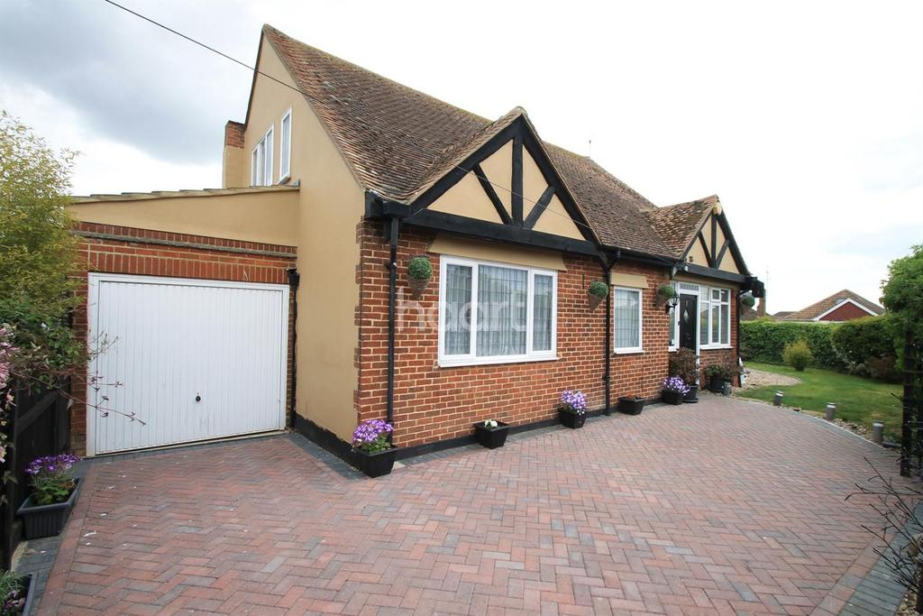 4 Bedrooms Bungalow for sale in West Clacton