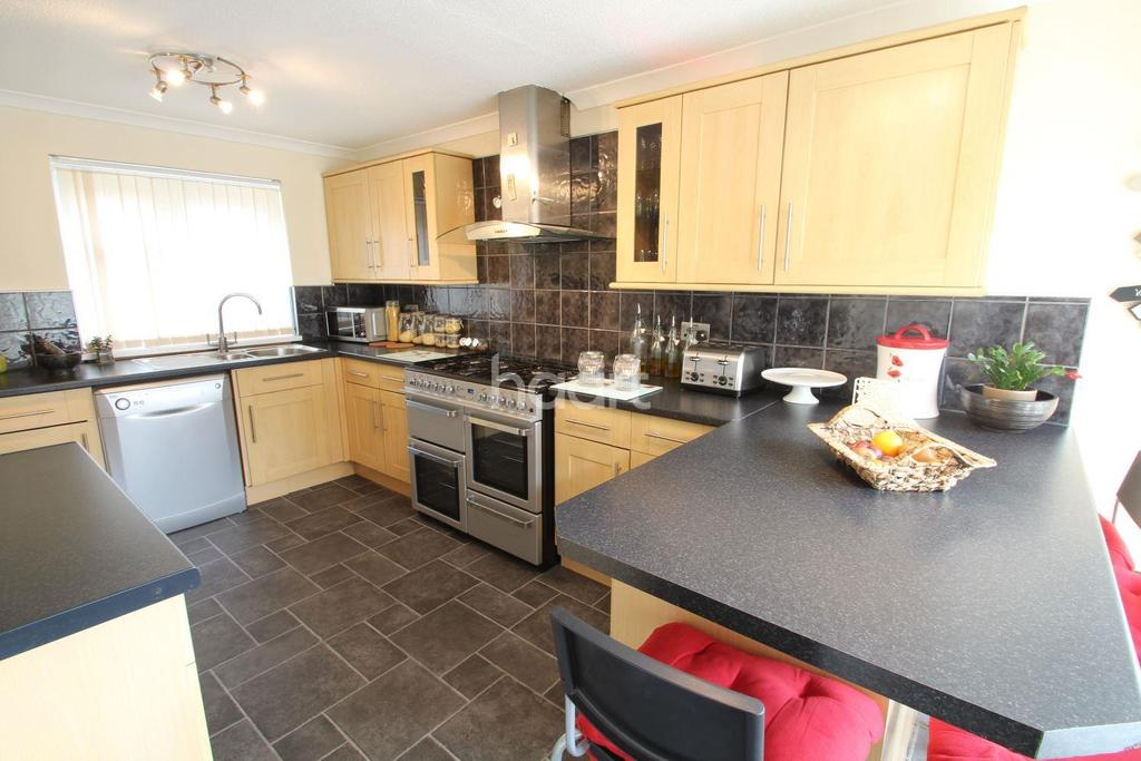 3 Bedrooms Semi Detached House for sale in Coulson Close, Newport