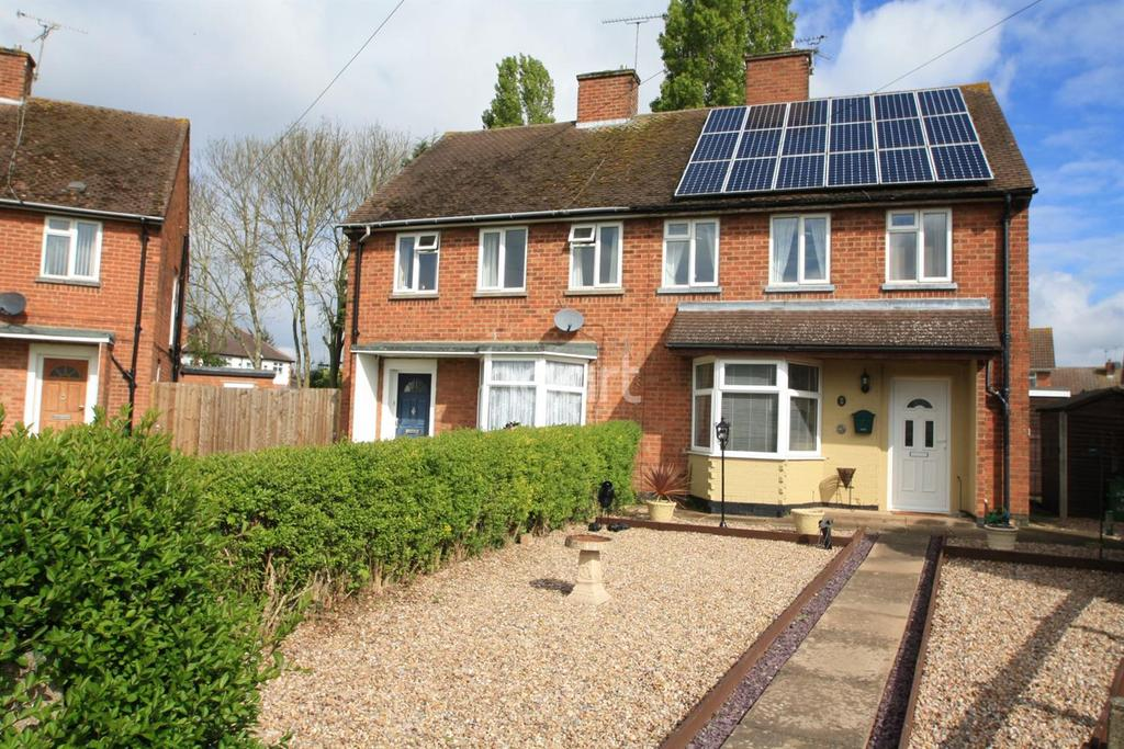 3 Bedrooms Semi Detached House for sale in The crescent, Blaby, Leicester