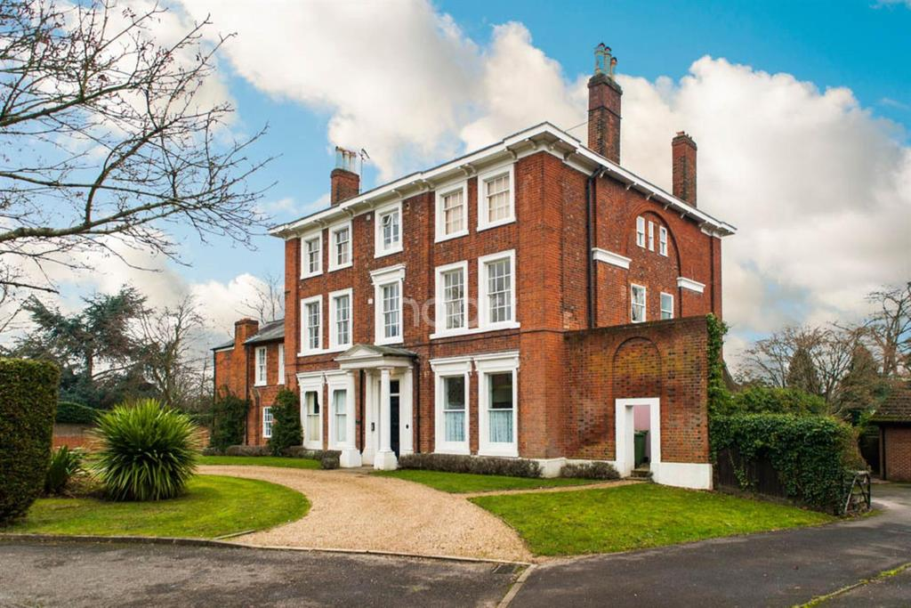 3 Bedrooms Flat for sale in Kenilworth Avenue