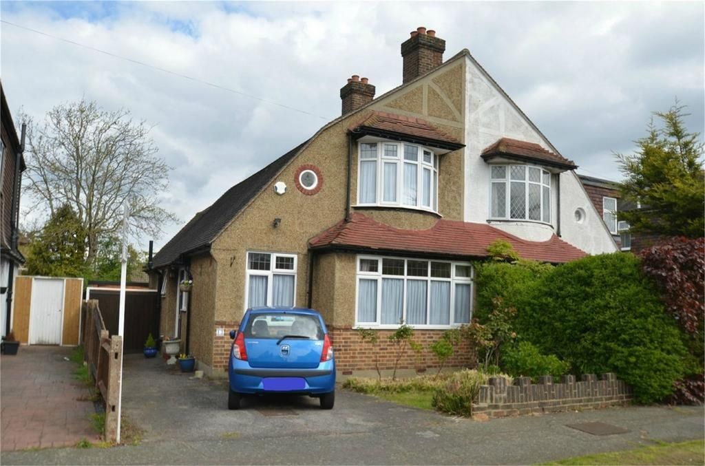 3 Bedrooms Semi Detached House for sale in Stoneleigh Park Avenue, Shirley, Croydon, Surrey