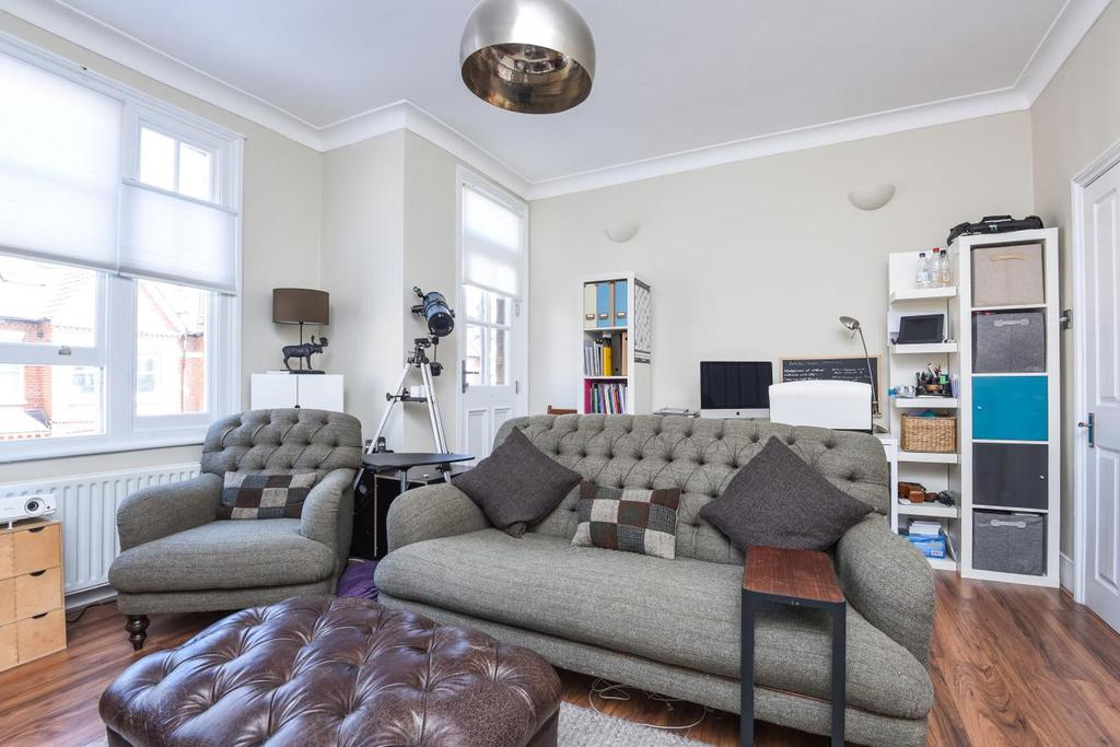 2 Bedrooms Flat for sale in Dinsmore Road, Balham