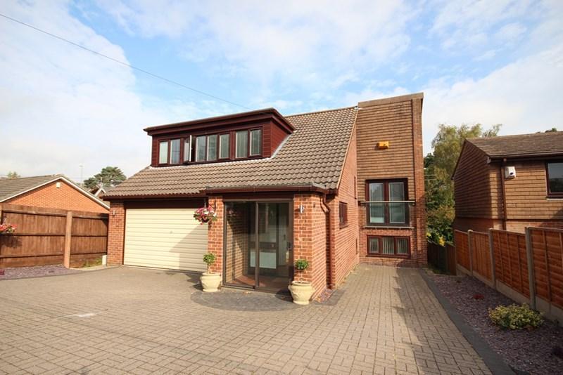 4 Bedrooms Detached House for sale in Hanham Road, Corfe Mullen, Wimborne