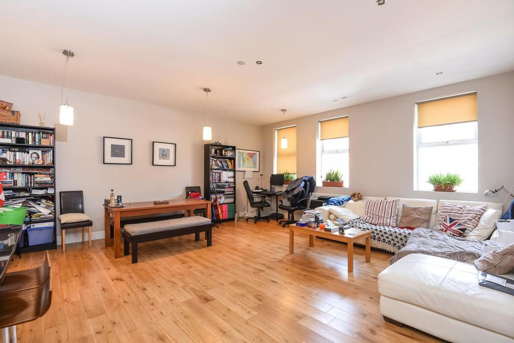 2 Bedrooms Flat for sale in Hadyn Park Road, Shepherds Bush