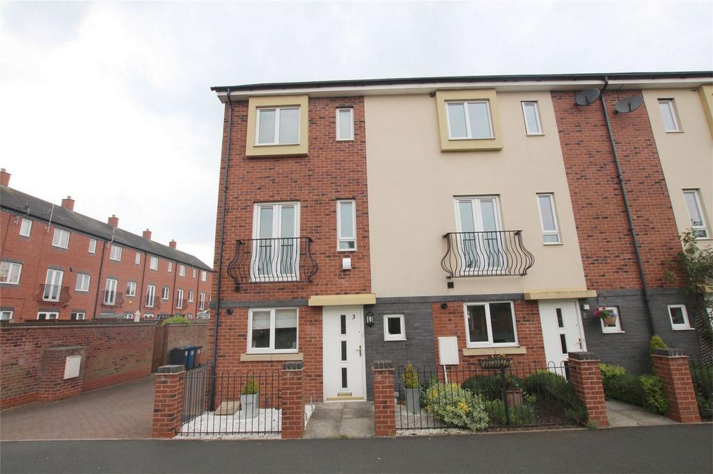3 Bedrooms End Of Terrace House for sale in Armada Close, Lichfield, Staffordshire