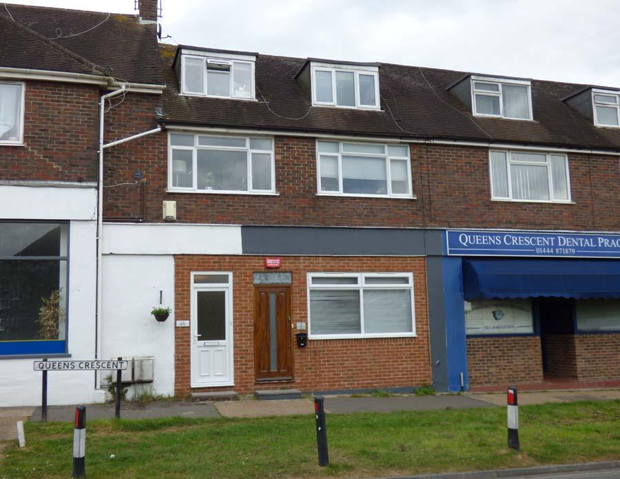 2 Bedrooms Maisonette Flat for sale in Queens Crescent, Burgess Hill, RH15