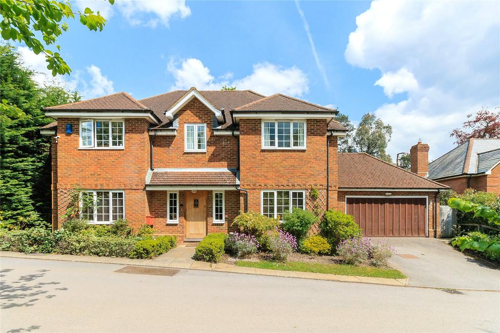 5 Bedrooms Detached House for sale in Queen Anne's Gate, White House Walk, Farnham, Surrey