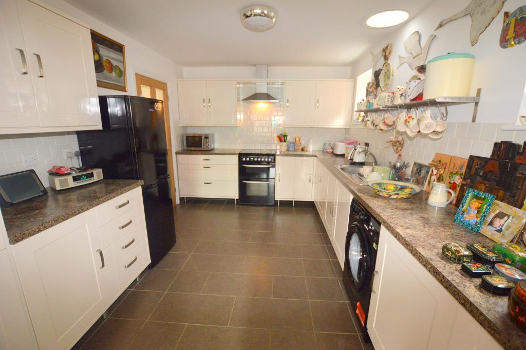3 Bedrooms Bungalow for sale in Gooseberry Hill, Luton, Bedfordshire, LU3 2DY