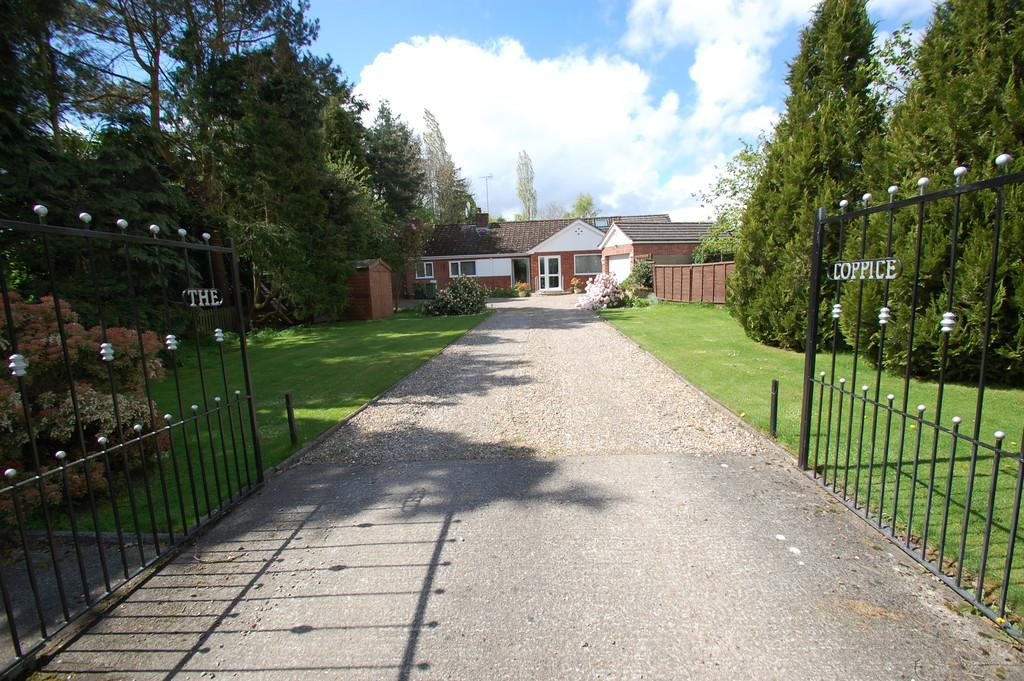 3 Bedrooms Detached Bungalow for sale in Holgate Road, North Walsham