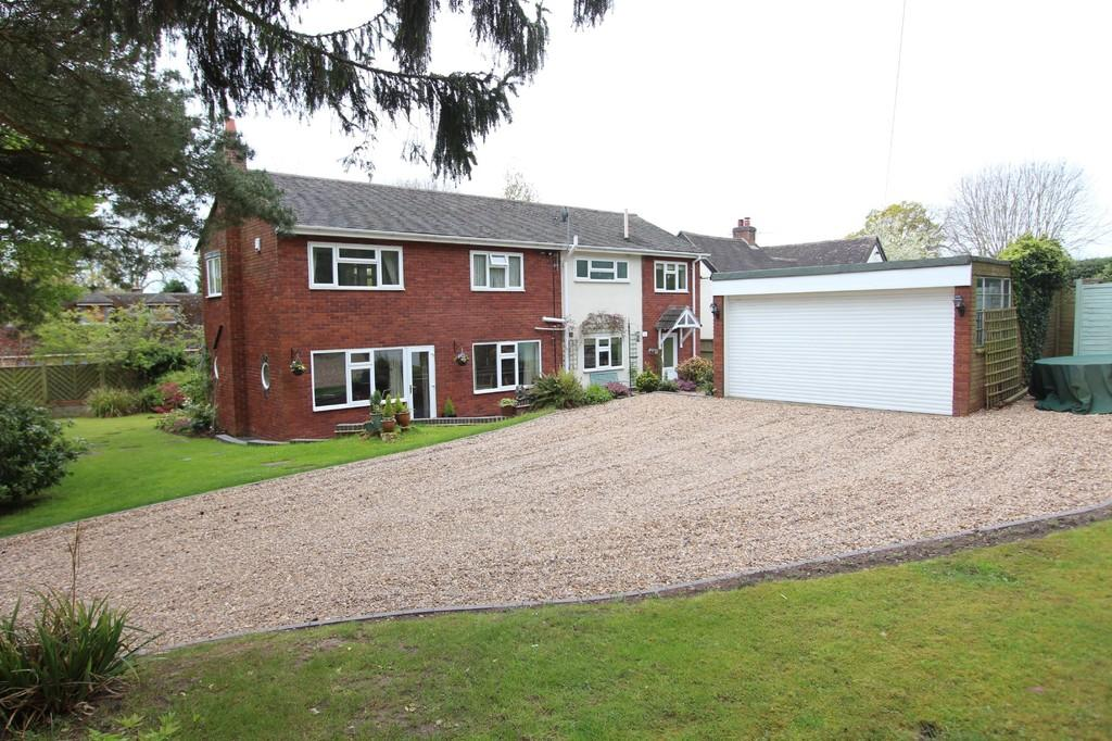3 Bedrooms Detached House for sale in Lodge Green Lane North, Meriden
