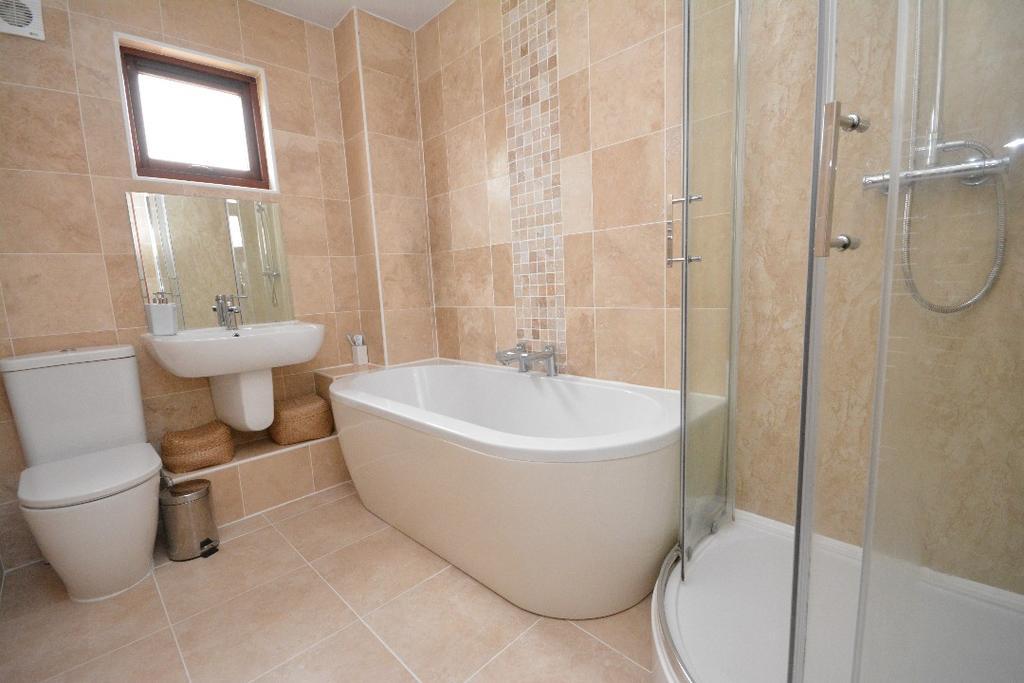 2 Bedrooms Flat for sale in Grange Place, Grangemouth, Falkirk, FK3 9JQ