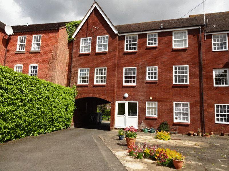 1 Bedroom Flat for sale in Severn Side South, Bewdley Y12 2DX