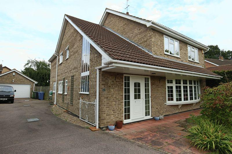 4 Bedrooms Detached House for sale in Larkspur Close, Lowestoft