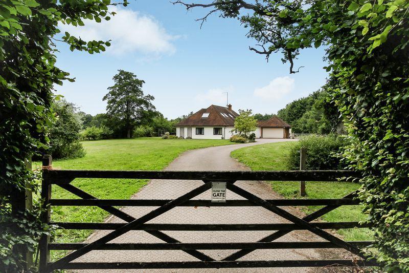 5 Bedrooms Detached House for sale in Shackleford