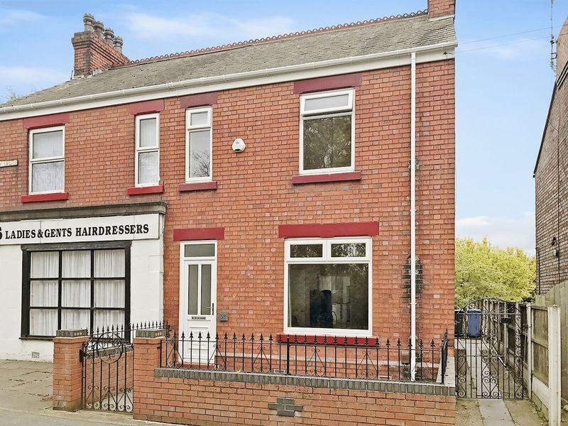 3 Bedrooms Semi Detached House for sale in Sandy Lane, Runcorn