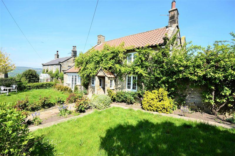 3 Bedrooms Detached House for sale in Ugglebarnby, Whitby