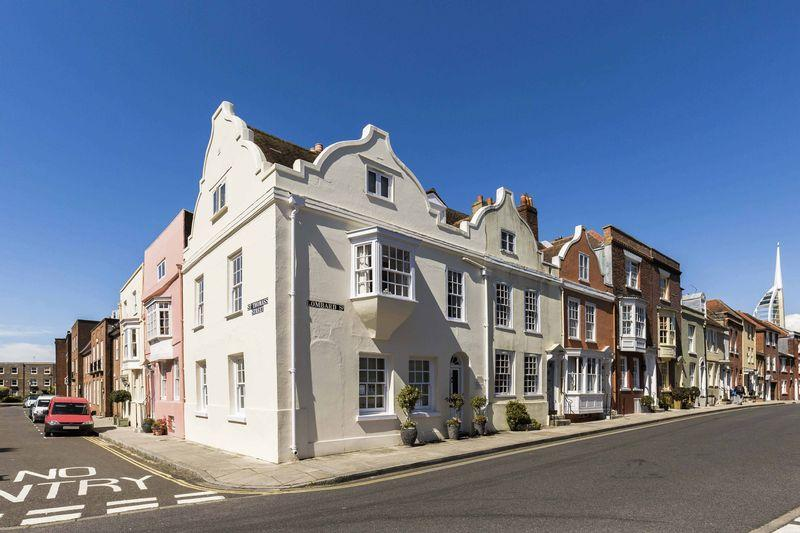 2 Bedrooms Unique Property for sale in Lombard Street, Old Portsmouth