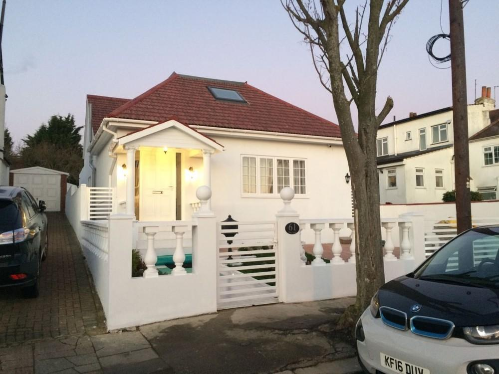 5 Bedrooms Bungalow for sale in 00, Tithe Walk, London, Mill Hill