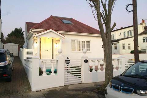 5 bedroom bungalow for sale - 00, Tithe Walk, London, Mill Hill