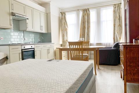 Studio to rent - Blakesley Avenue, Ealing, London, W5