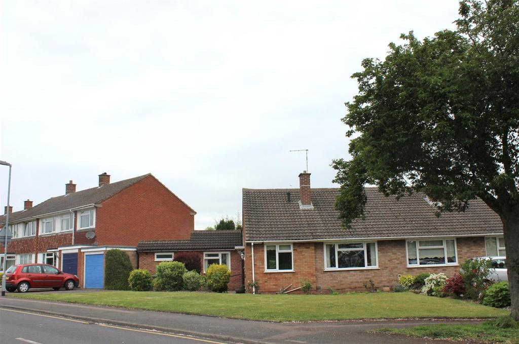 2 Bedrooms Semi Detached Bungalow for sale in Mildenhall, Tamworth