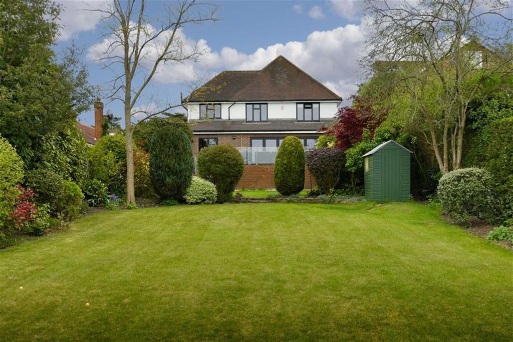 4 Bedrooms Detached House for sale in Ruden Way, Epsom, Surrey