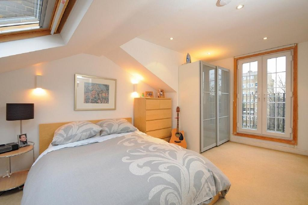 2 Bedrooms Flat for sale in Chelsham Road, Clapham, SW4