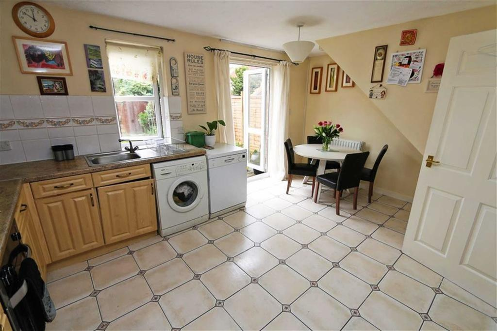 3 Bedrooms Town House for sale in Ridge Close, West Thamesmead, London, SE28