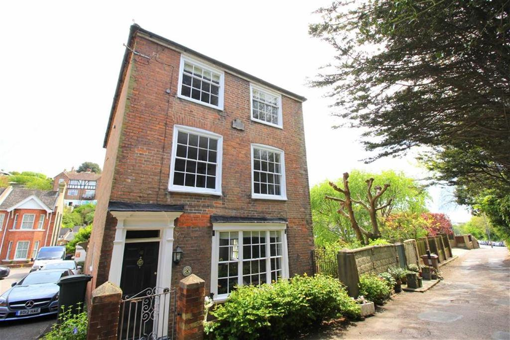 4 Bedrooms Detached House for sale in Old London Road, Hastings
