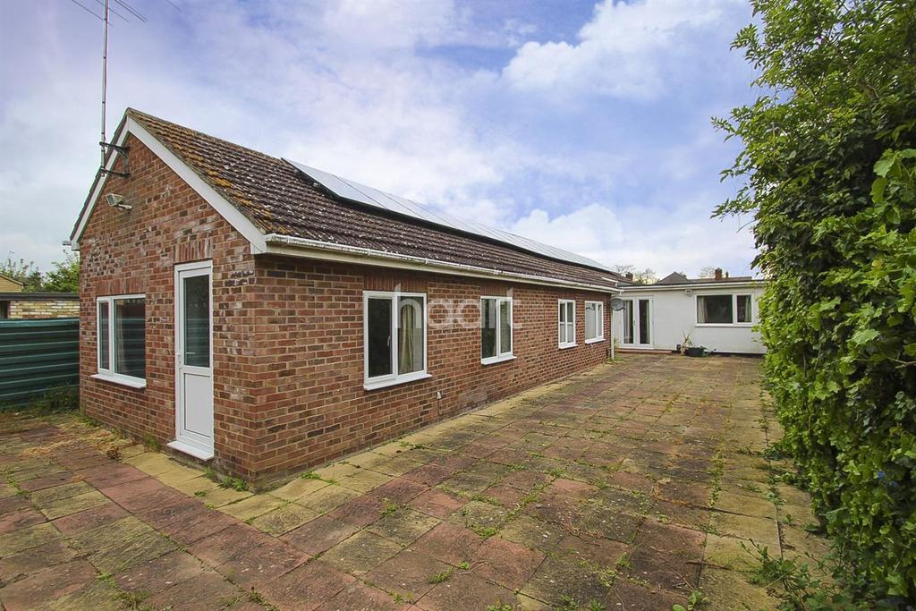 3 Bedrooms Bungalow for sale in Thirleby Close, Cambridge