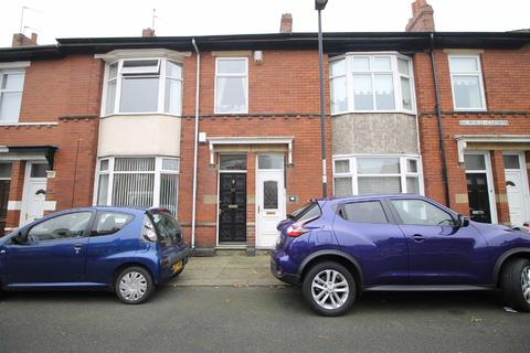 3 bedroom flat for sale - Balmoral Gardens, North Shields