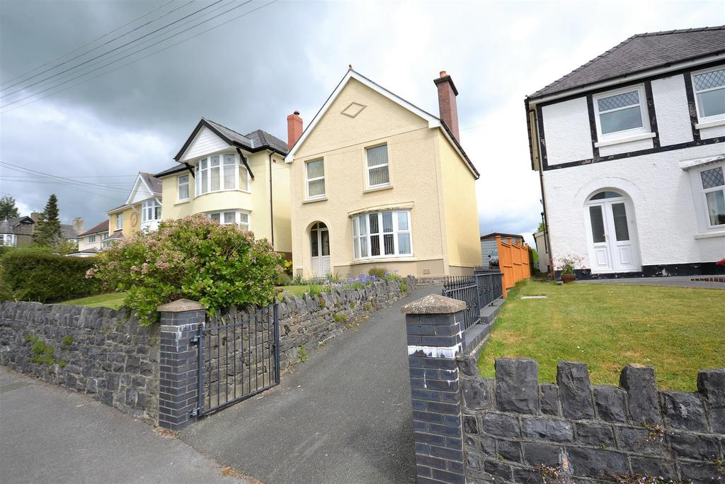 3 Bedrooms Detached House for sale in North Road, Whitland