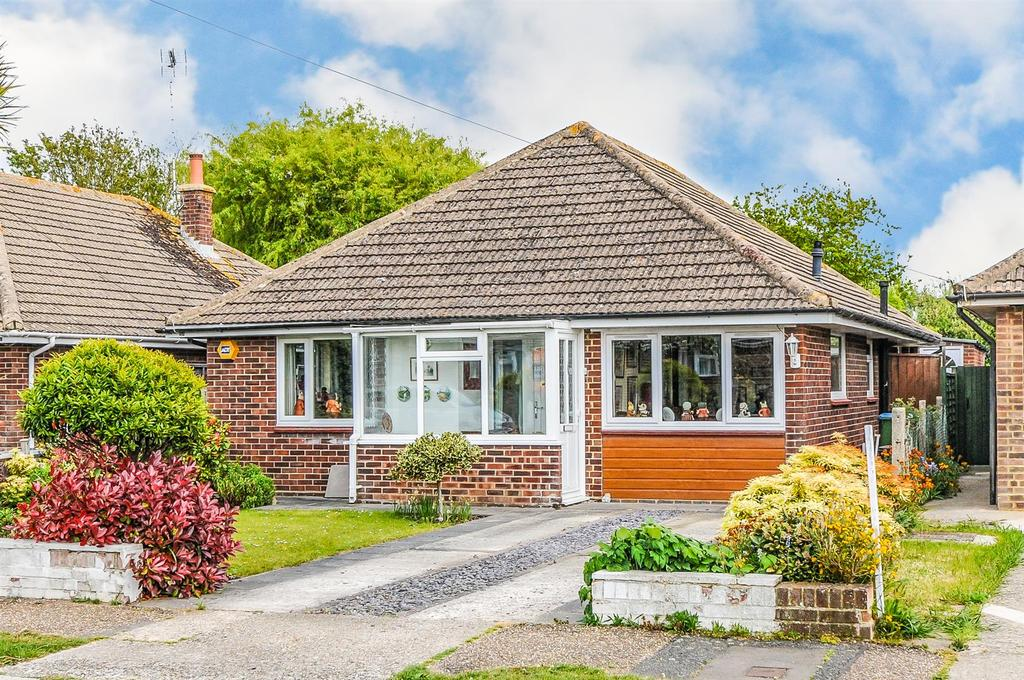 3 Bedrooms Detached Bungalow for sale in Lane End Road, Middleton on Sea