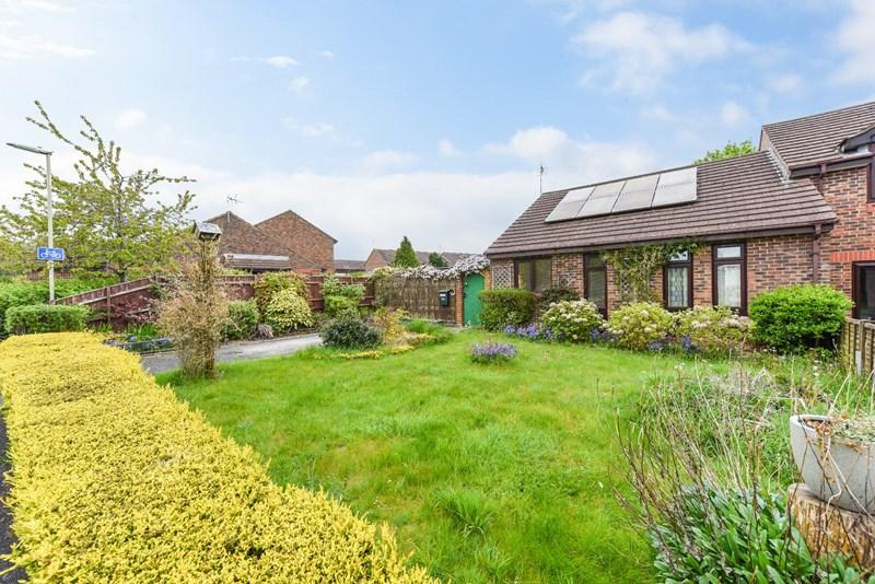 2 Bedrooms Bungalow for sale in Witan Close, Andover