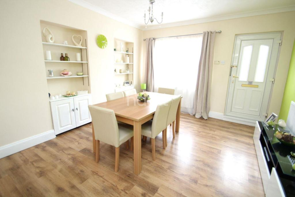 2 Bedrooms Terraced House for sale in Newark Road, Lincoln