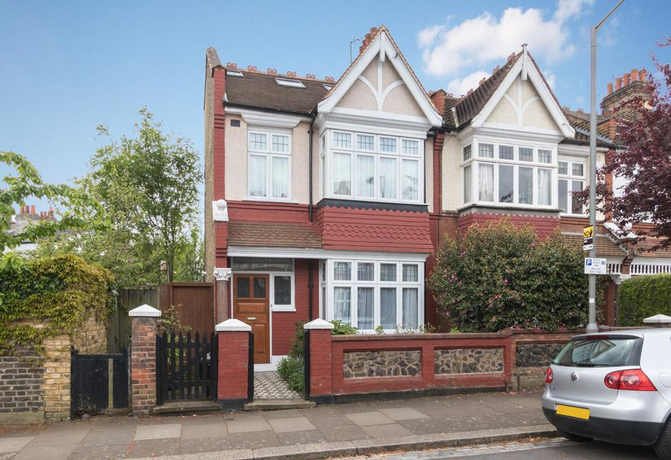 4 Bedrooms House for sale in Gatwick Road, Southfields, SW18