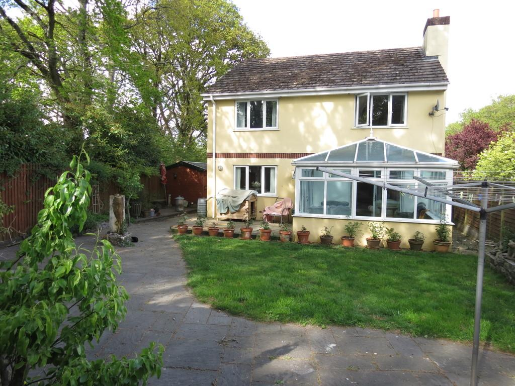 4 Bedrooms Detached House for sale in Old Newton Road, Newton Abbot