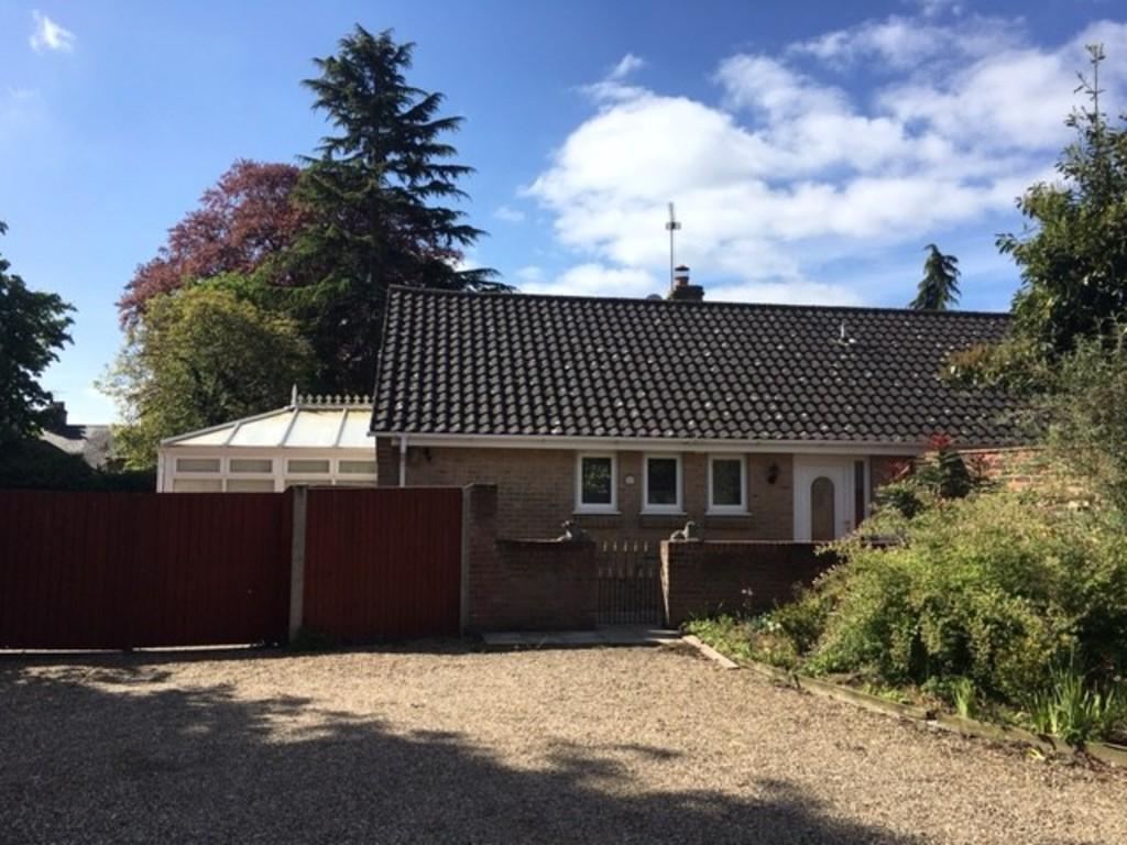 3 Bedrooms Detached Bungalow for sale in Chestnut Grove, Stowmarket