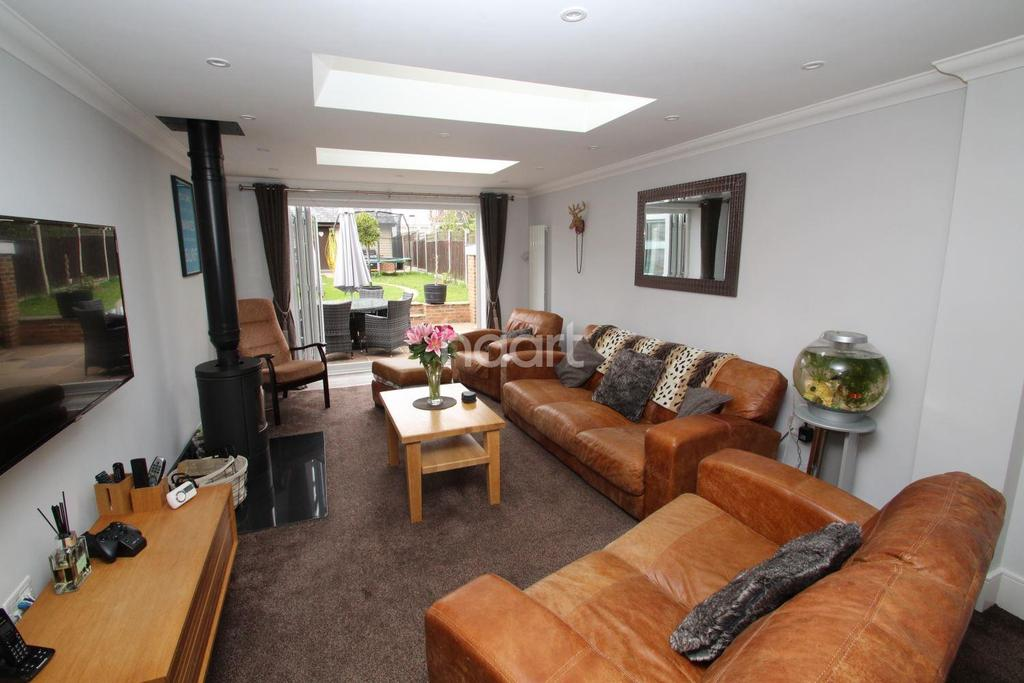 3 Bedrooms Semi Detached House for sale in Main Road, Chelmsford