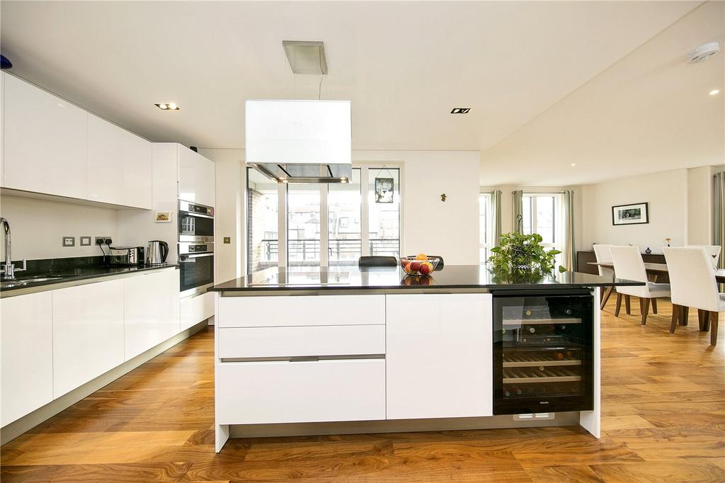 3 Bedrooms Flat for sale in Times Court, Retreat Road, Richmond, Surrey, TW9