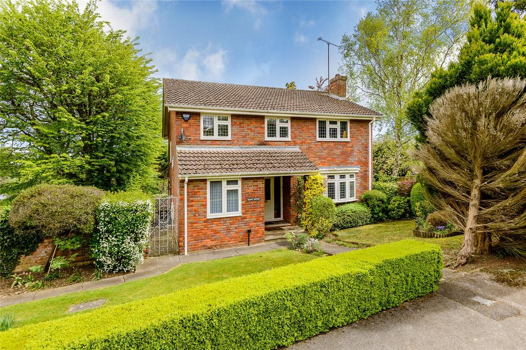 4 Bedrooms Detached House for sale in Ashlea Road, Chalfont St Peter, Gerrards Cross, Buckinghamshire