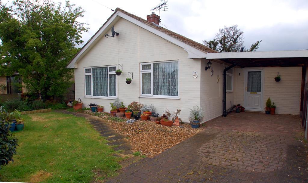 3 Bedrooms Detached Bungalow for sale in Sharon Close, Felmingham