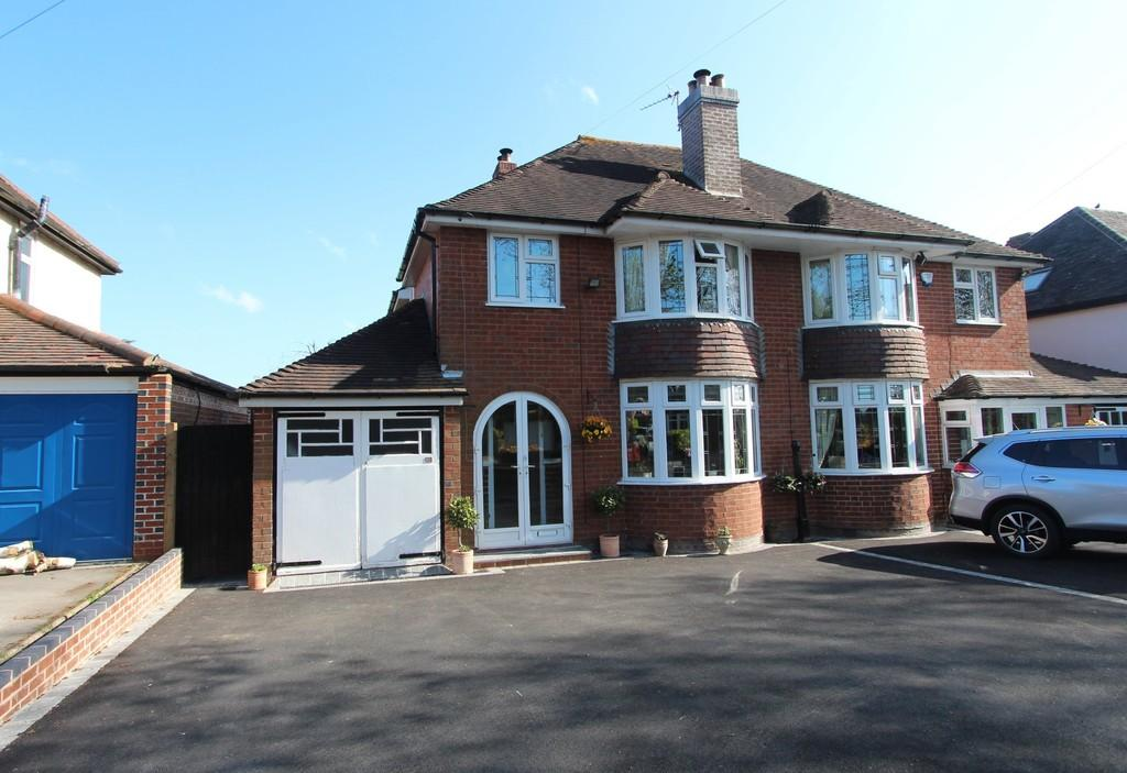 3 Bedrooms Semi Detached House for sale in Kingswood Close, Lapworth
