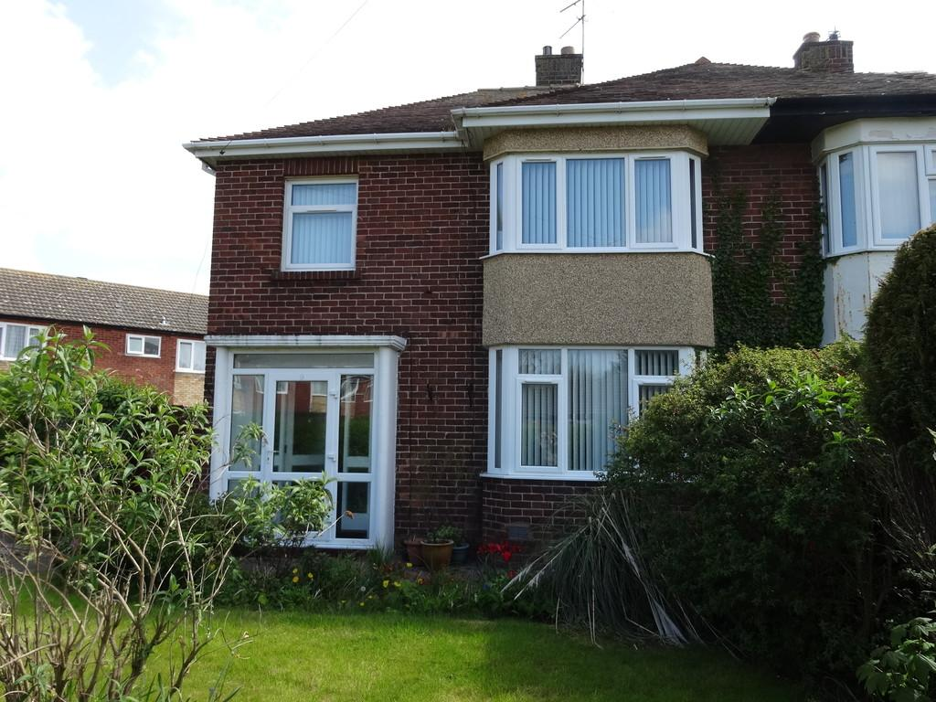 3 Bedrooms Semi Detached House for sale in Walford Avenue, Rhyl