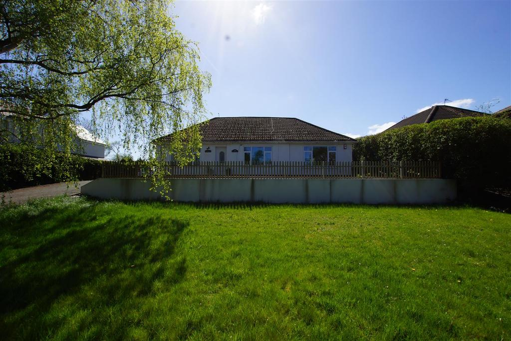 4 Bedrooms Detached Bungalow for sale in Mill Lane, Great Sutton, CH66 3PF