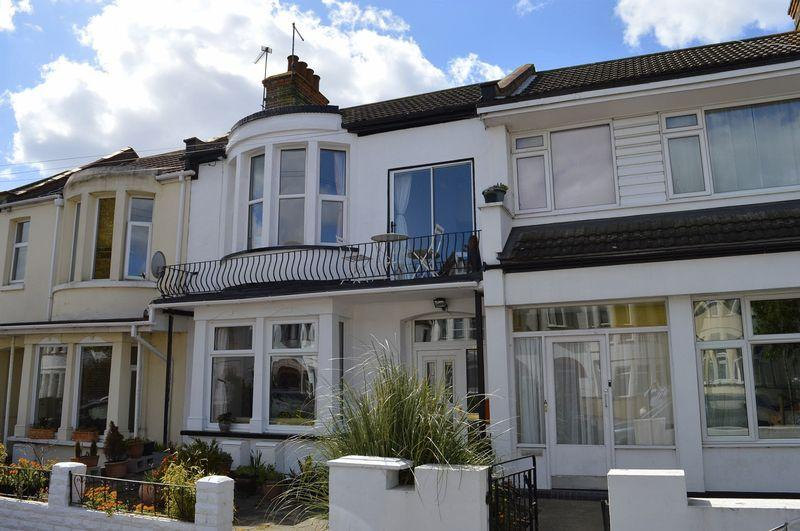 4 Bedrooms Terraced House for sale in Victoria Road, Southend-On-Sea